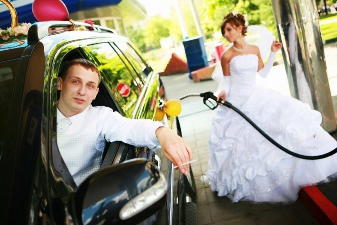 этот фото жених садится в машину очень