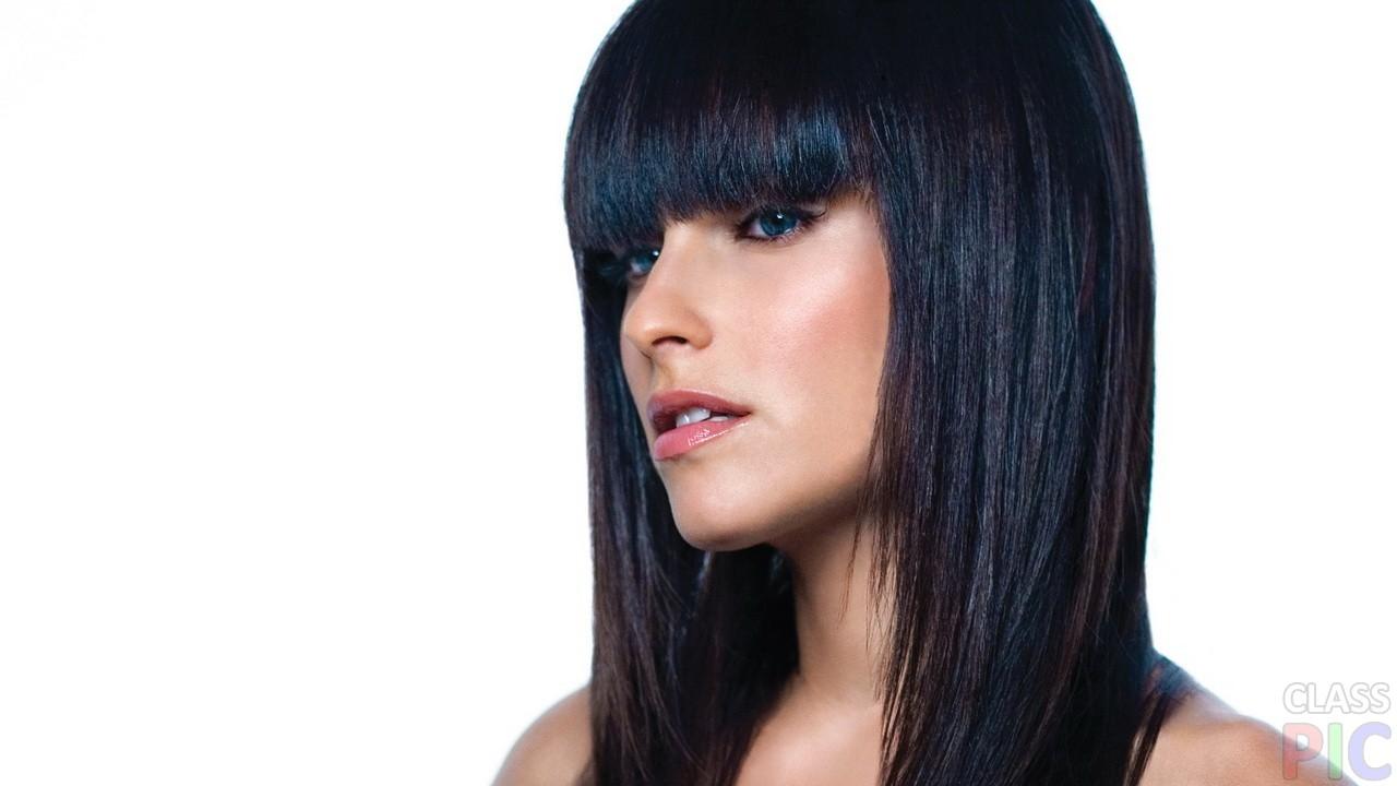 Девушка с черными волосами и челкой картинки