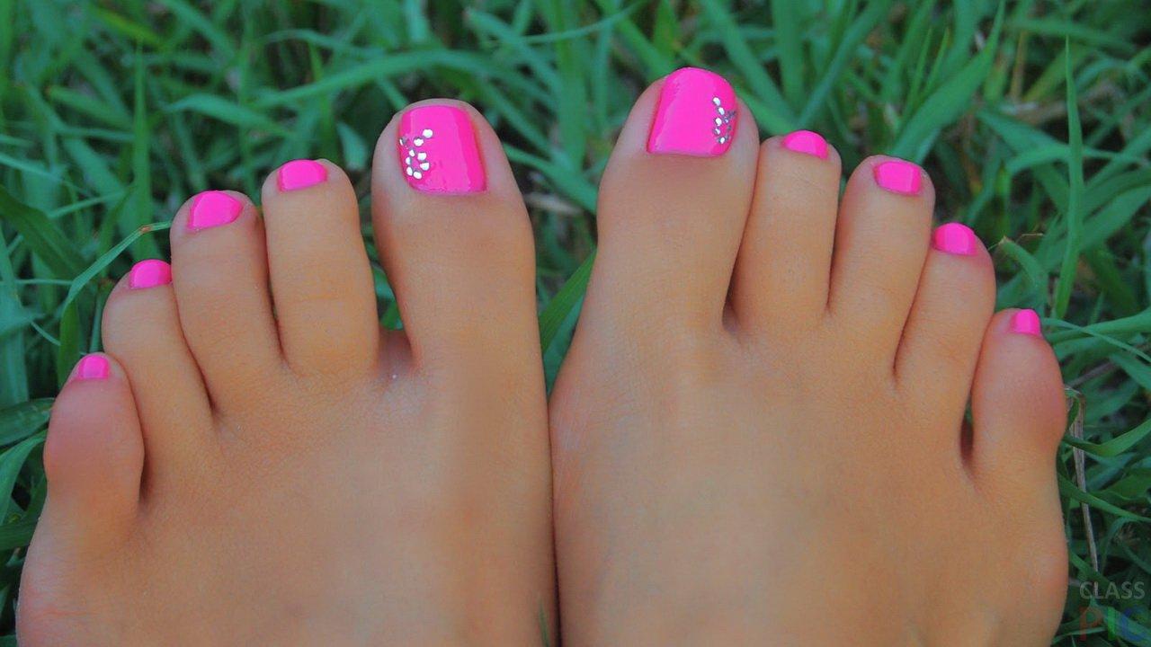 Фото красивых пальчиков на ногах девушки