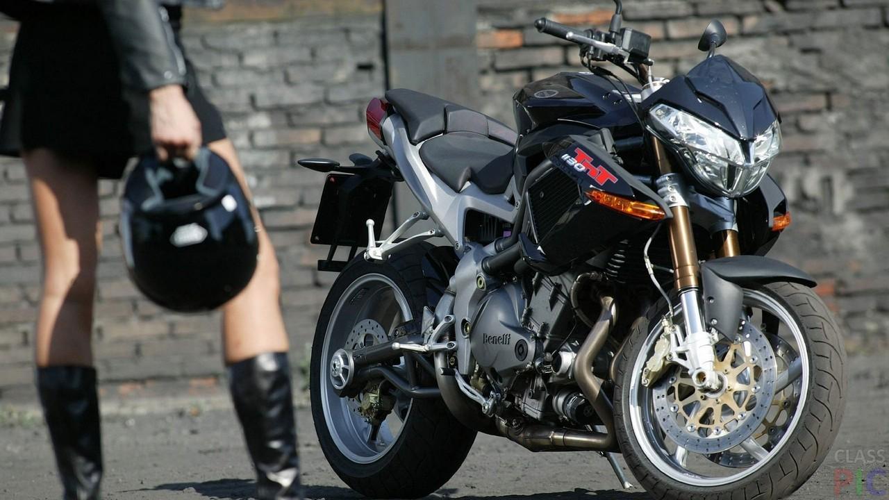 Девушки и мотоциклы (19 фото)