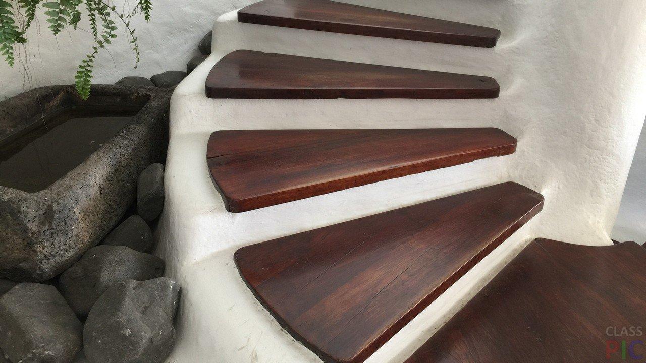 Лестница на второй этаж (25 фото)
