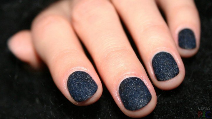 Чёрный маникюр на короткие ногти