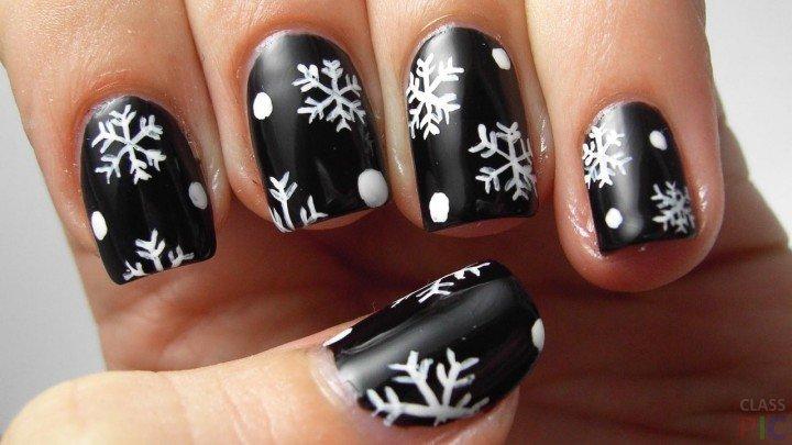 Чёрный маникюр со снежинками