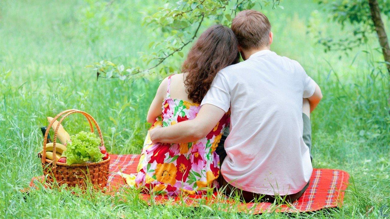терял, дама на отдыхе в лесу с молодым человеком расскажет все
