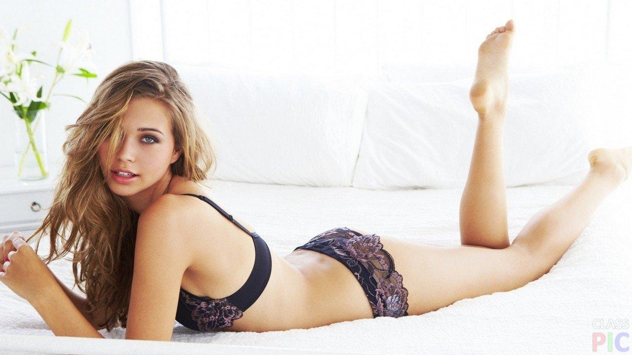 Красивые блондинки в кружевном белье фото эл массажер для тела