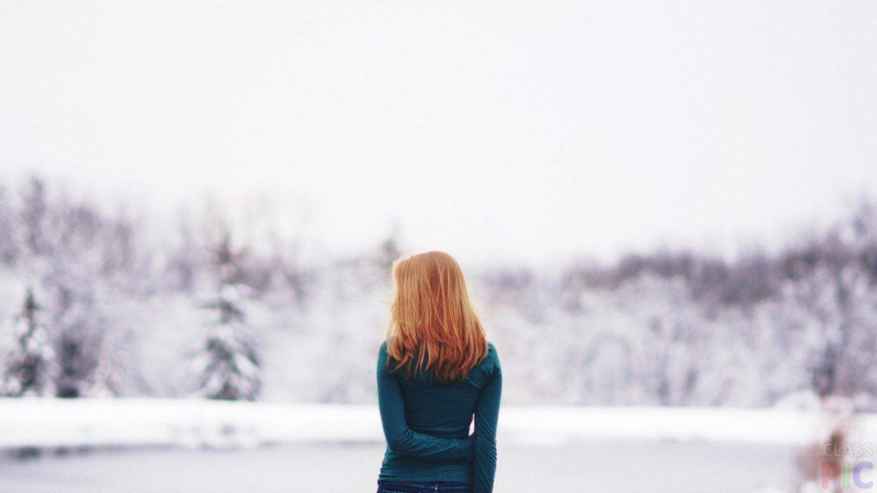фотография красивой девушки рыжей со спины красотки