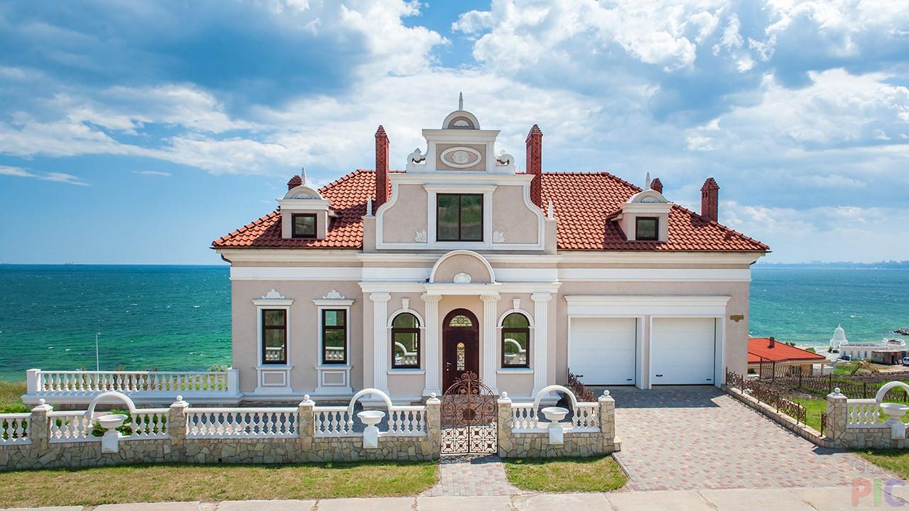 Фото дома на берегу