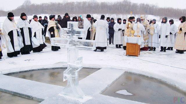 Проруби и купели для крещения (33 фото)
