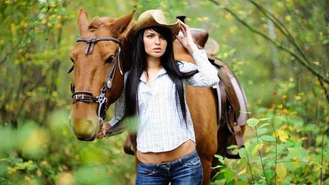 Фото девушек с лошадьми